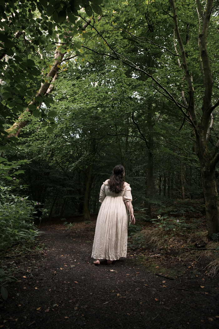 2-girl-in-the-woods-anna-roberts-photography2.jpg