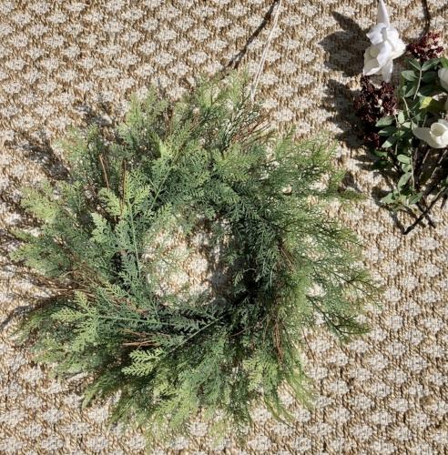 basic wreath with no seasonal decorations.jpeg