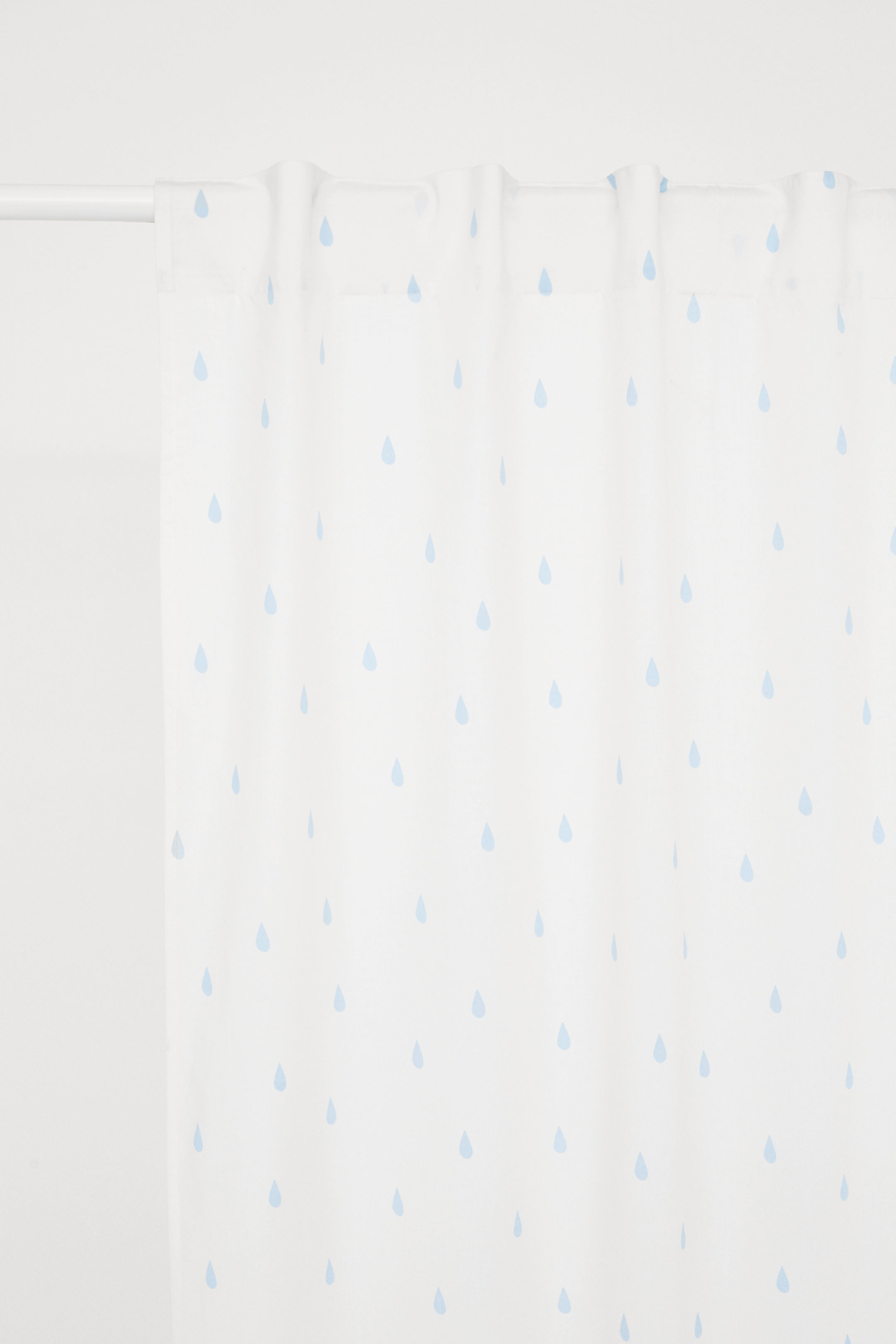 french blue and white fun coastal look - these teardrop curtain panels are fantastic