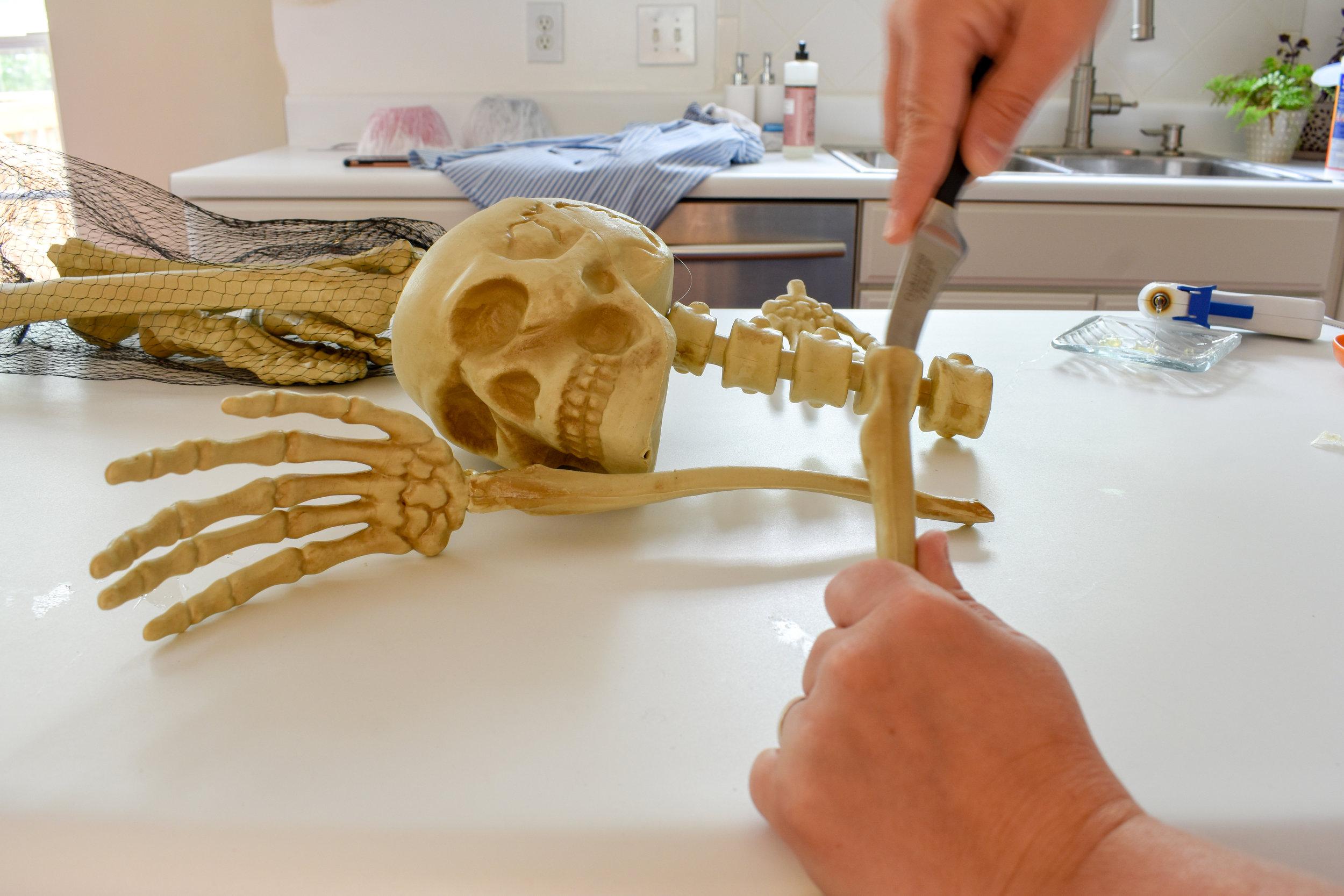 DIY skeleton for Halloween - only $10 for a skeleton bartender