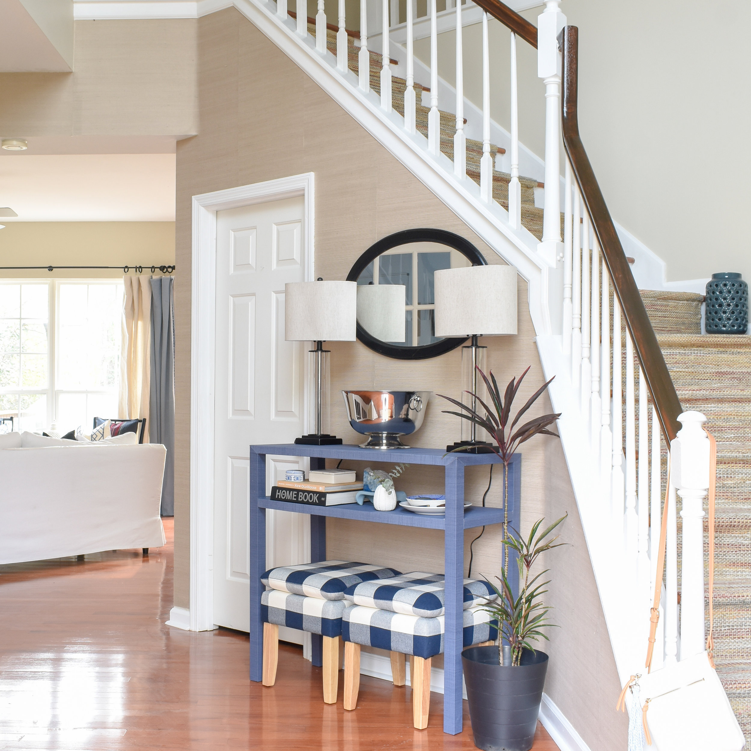 1990s suburban entryway gets a fresh update with a timeless design