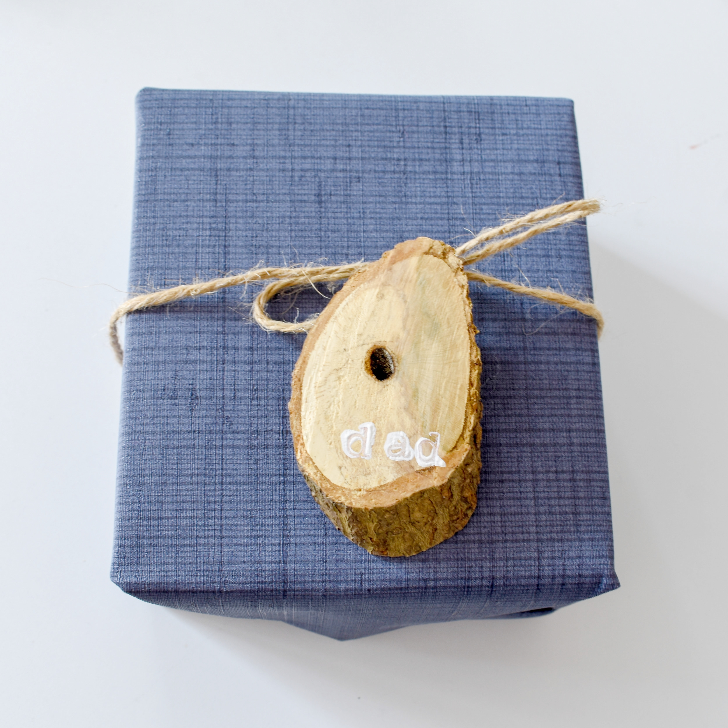 DIY gift wrapping ideas for him - Rustic gift tags made from fallen tree branches