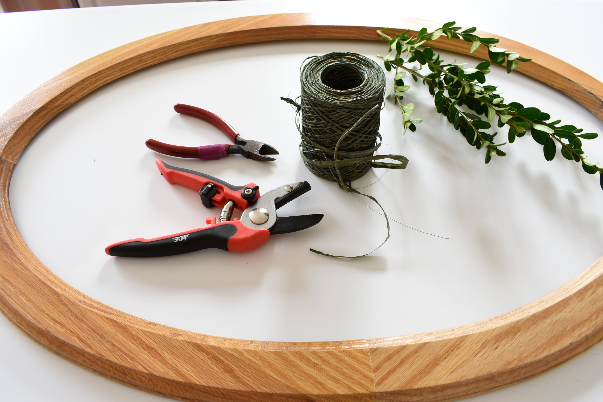 DIY boxwood wreath from old picture or mirror frame and yard clippings