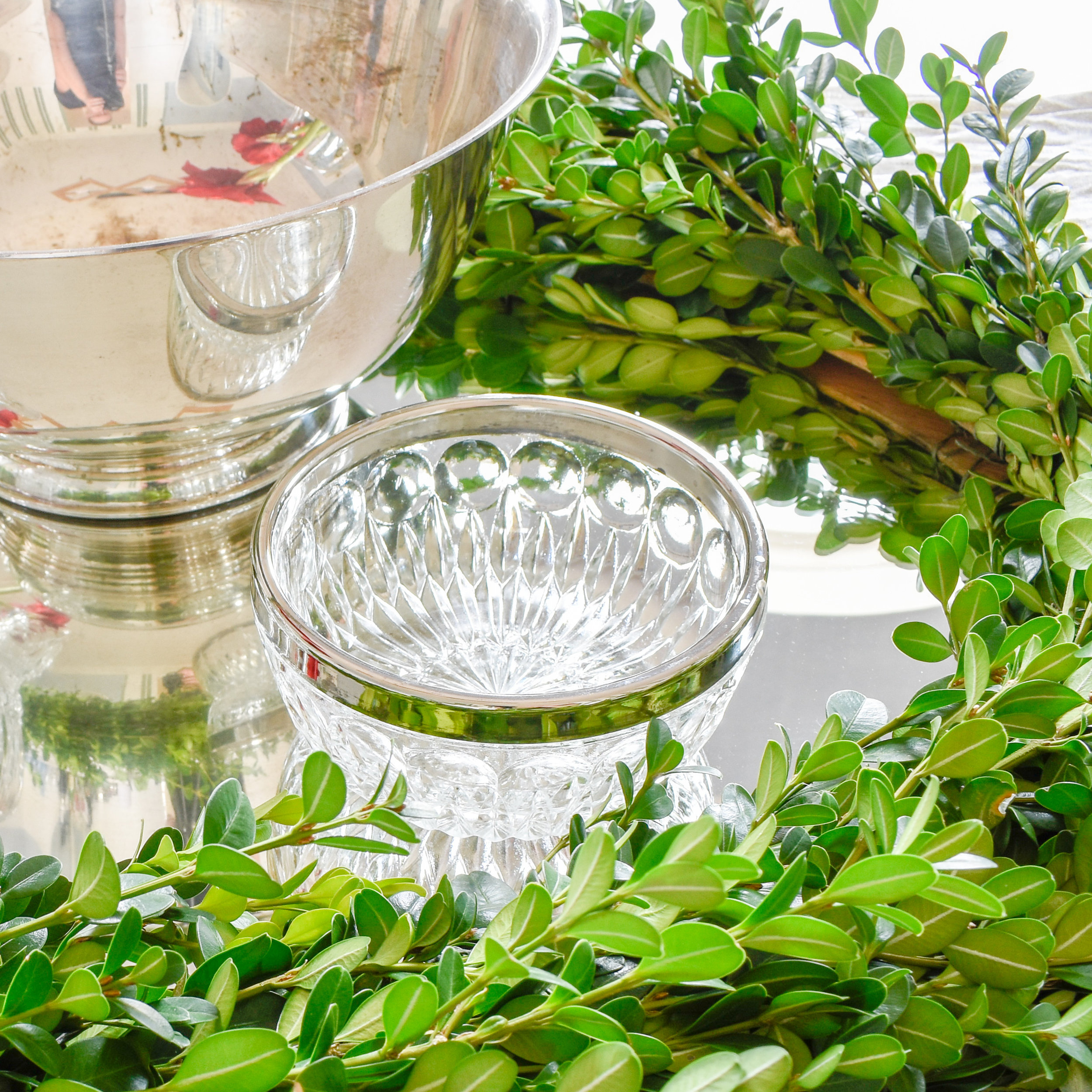 Christmas table setting with boxwood and silver