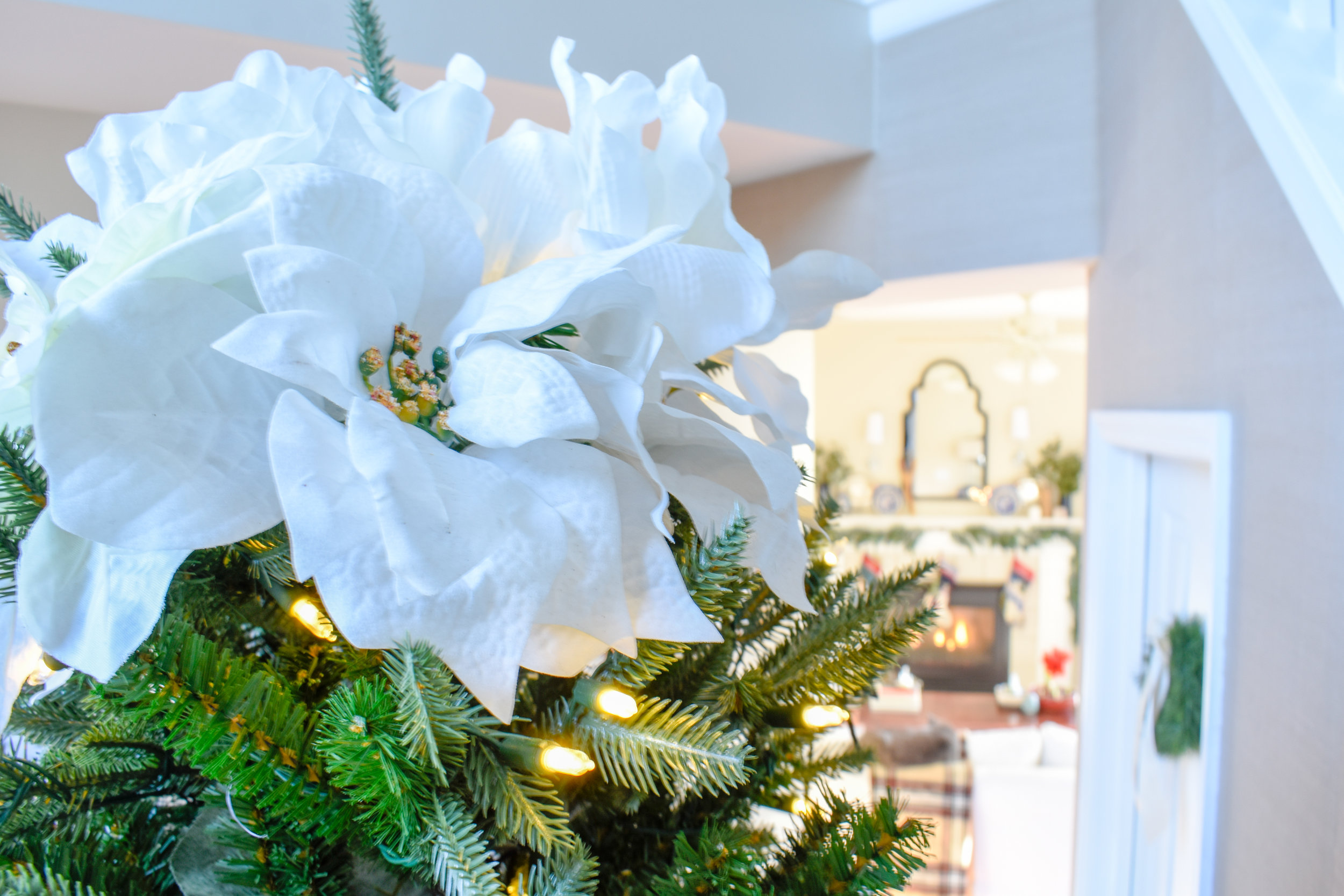 White poinsettia Christmas tree topper - make an inexpensive tree topper with only five blooms. DIY under $5!
