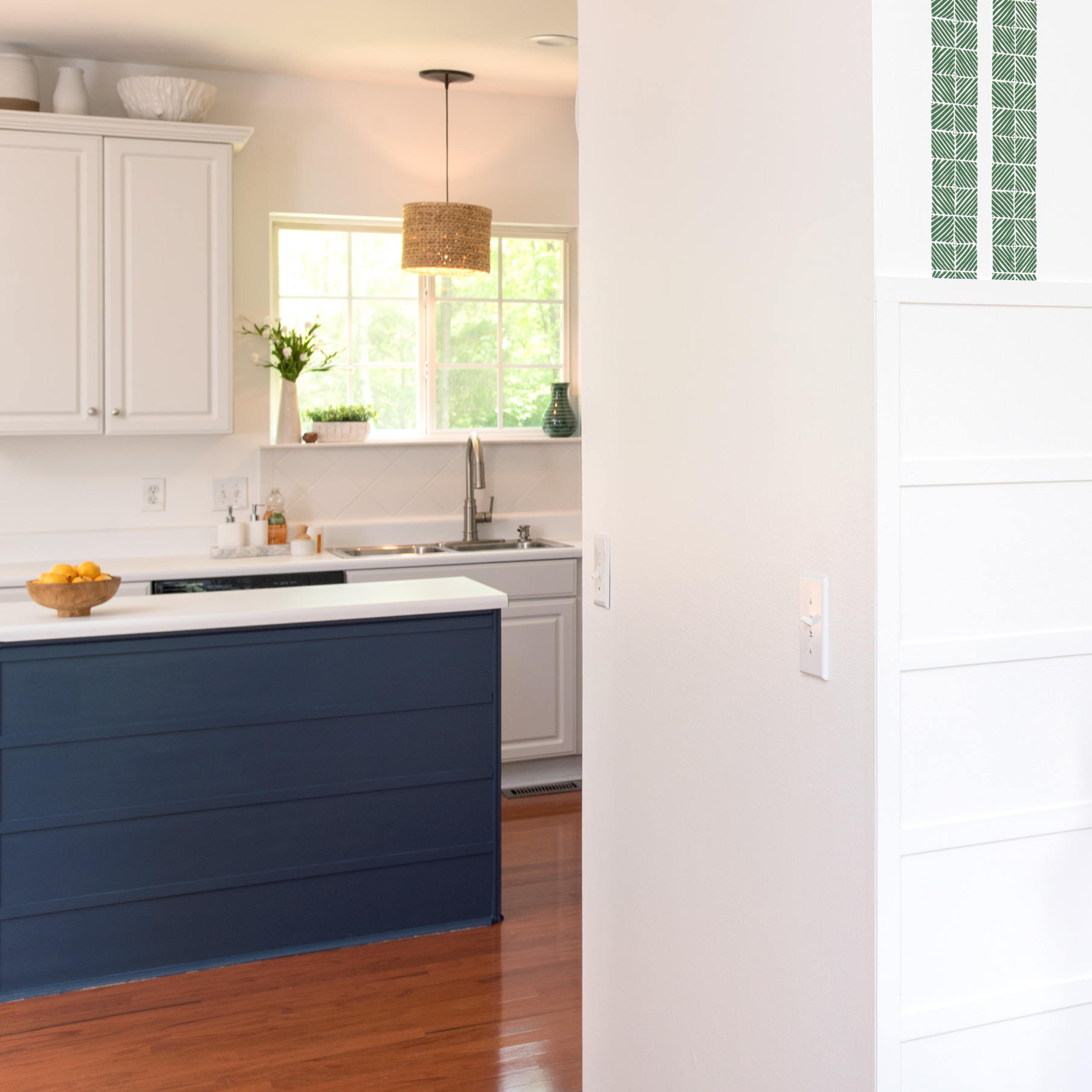 How To Install Horizontal Board And Batten: My Modern Shiplap DIY Knockoff On The Cheap | Here's how I installed this modern wainscoting in my dining room for under $200! #moderntrimideas #shiplapaccentwall #kitchenislandtrim