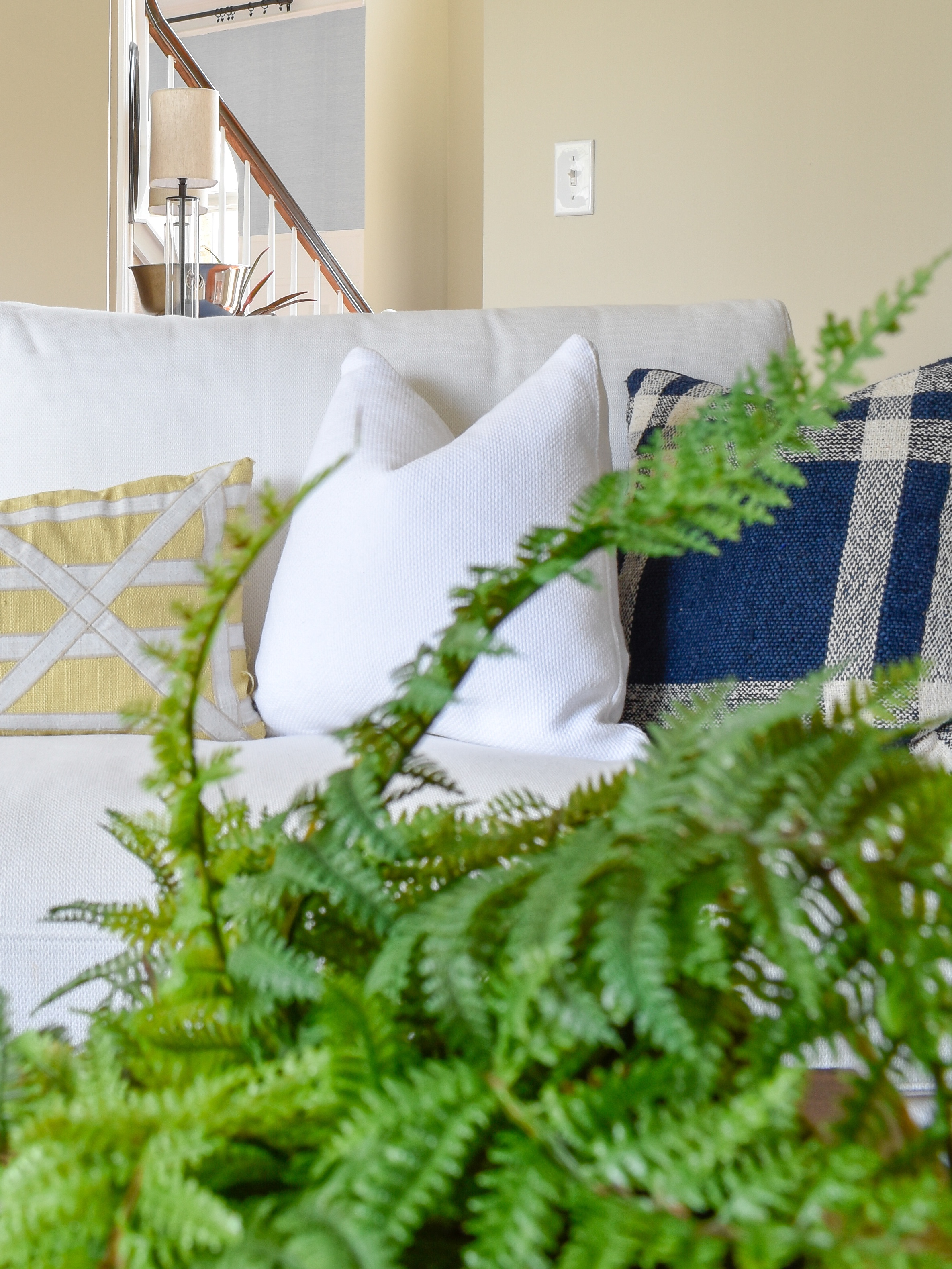 We've cleaned out the clutter and added back only one simple seasonal item that makes our home feel like Spring has sprung!  #springdecor #springlivingroom