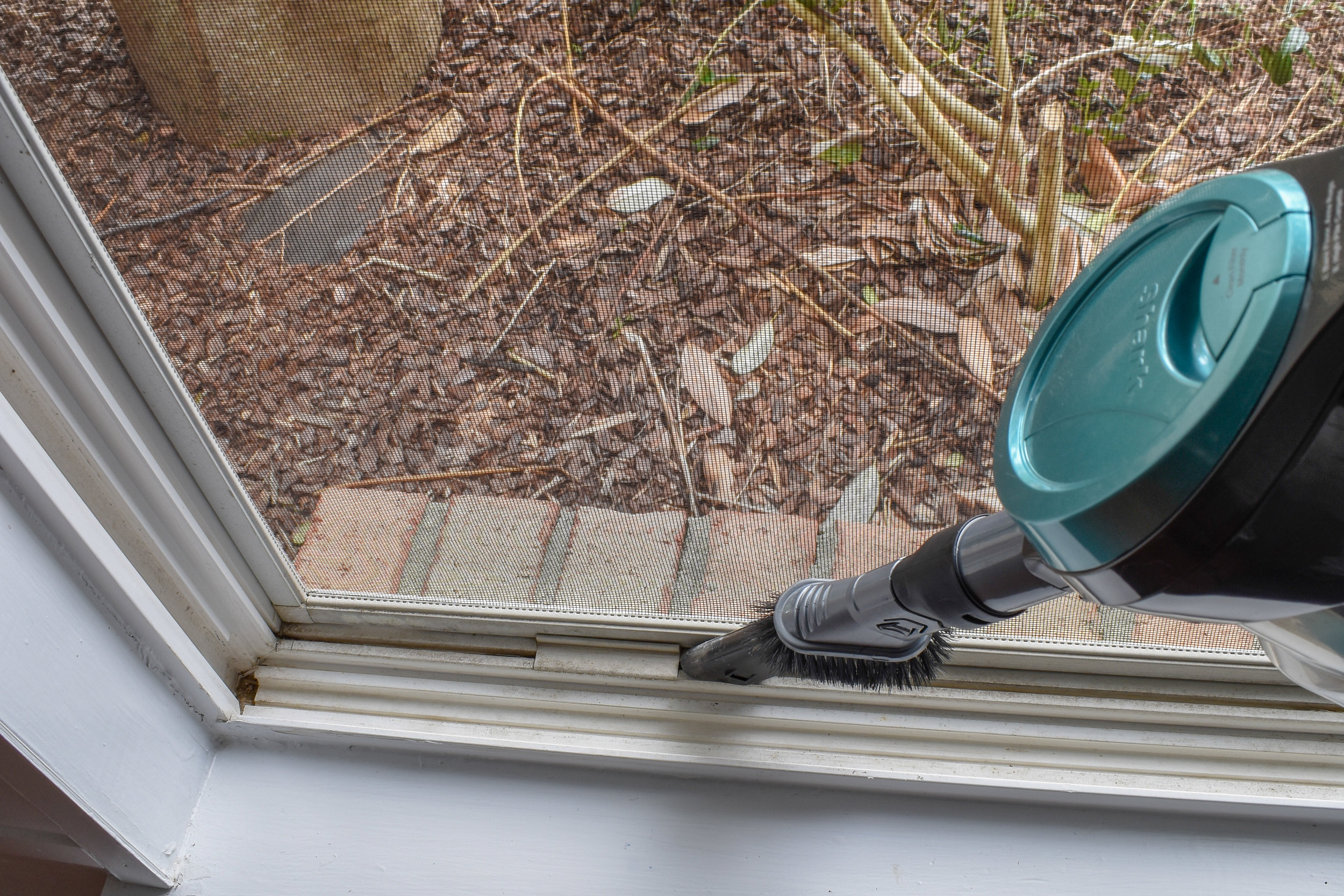 Cleaning Vinyl Windows: This deep cleaning method is fast and super effective! Your windows will look nearly new in under 10 minutes. Plus, I'm showing you how to make a chemical-free cleaner that repels bugs and makes your glass shine! #springcleaning #essentialoilrecipes #windowcleaning