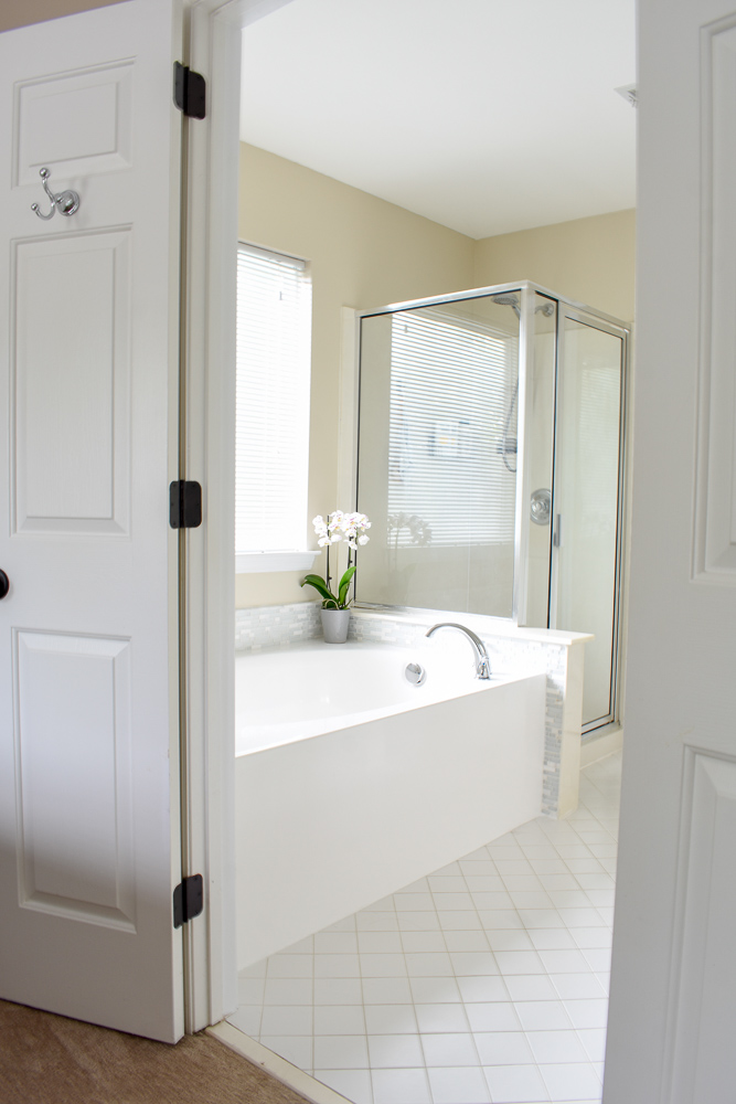how to stage a master bathroom