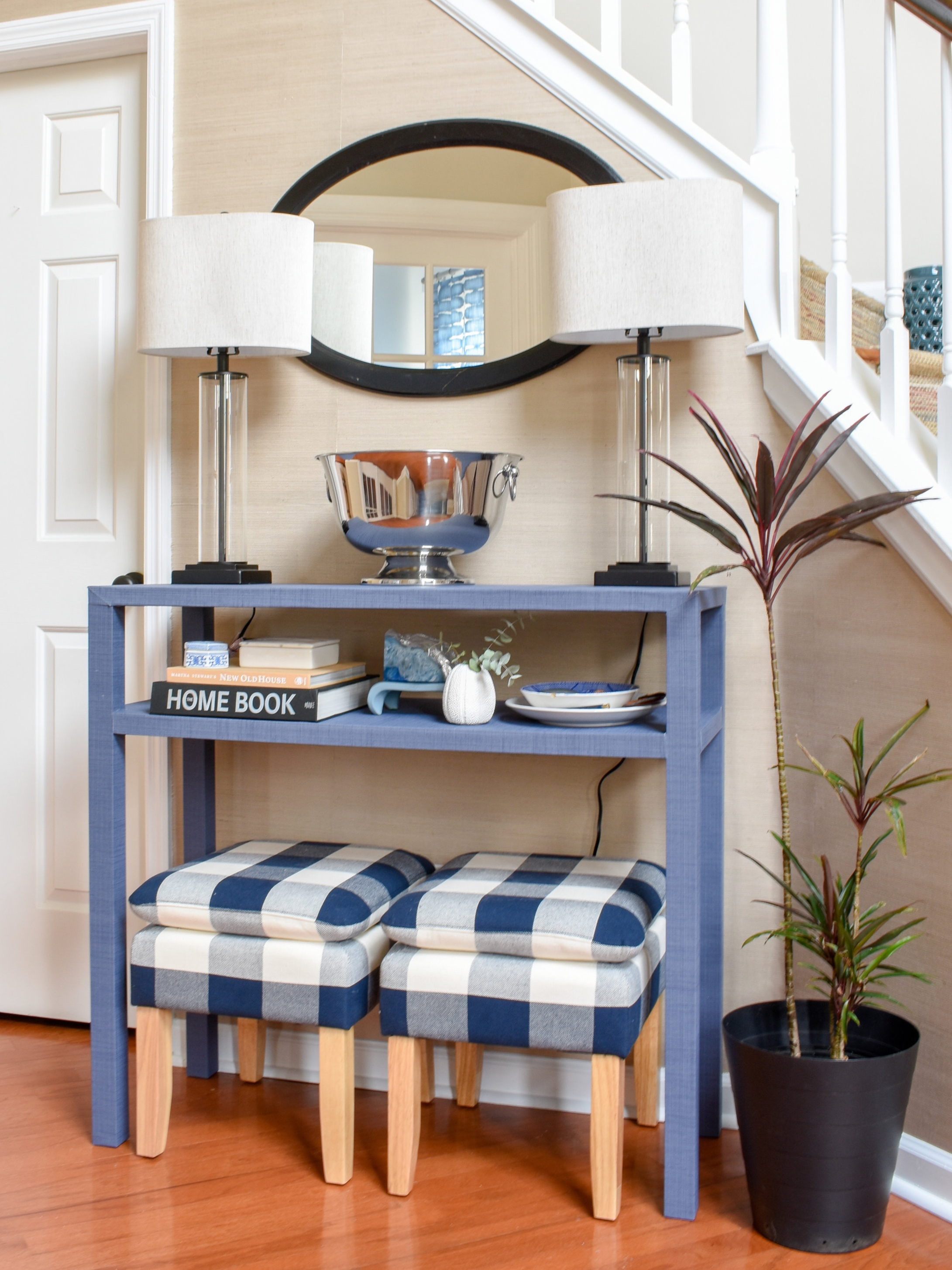 Serena and Lily inspired blue console table with textural wallpaper - an easy DIY project that costs a fraction of the original #diyhomedecor #knockoffdecor #serenaandlily