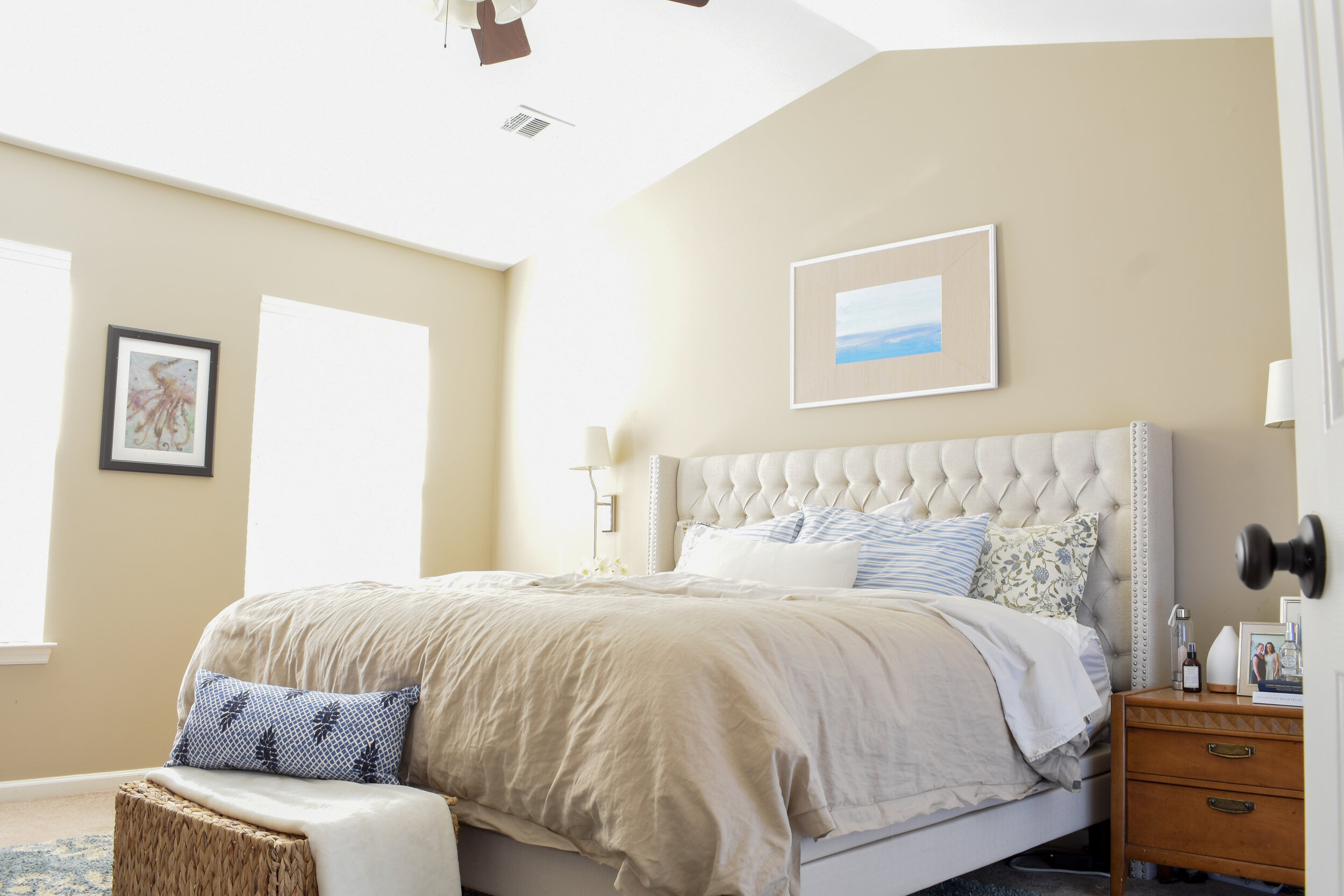how to decorate a bedroom in blue and white