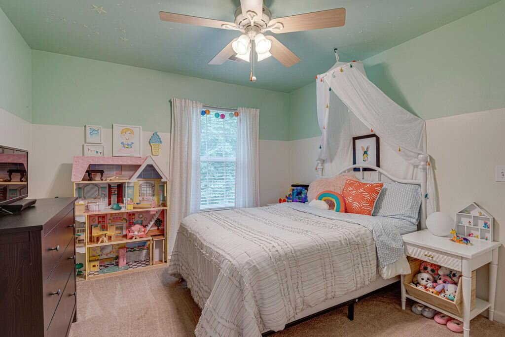 Kid's bedroom with color
