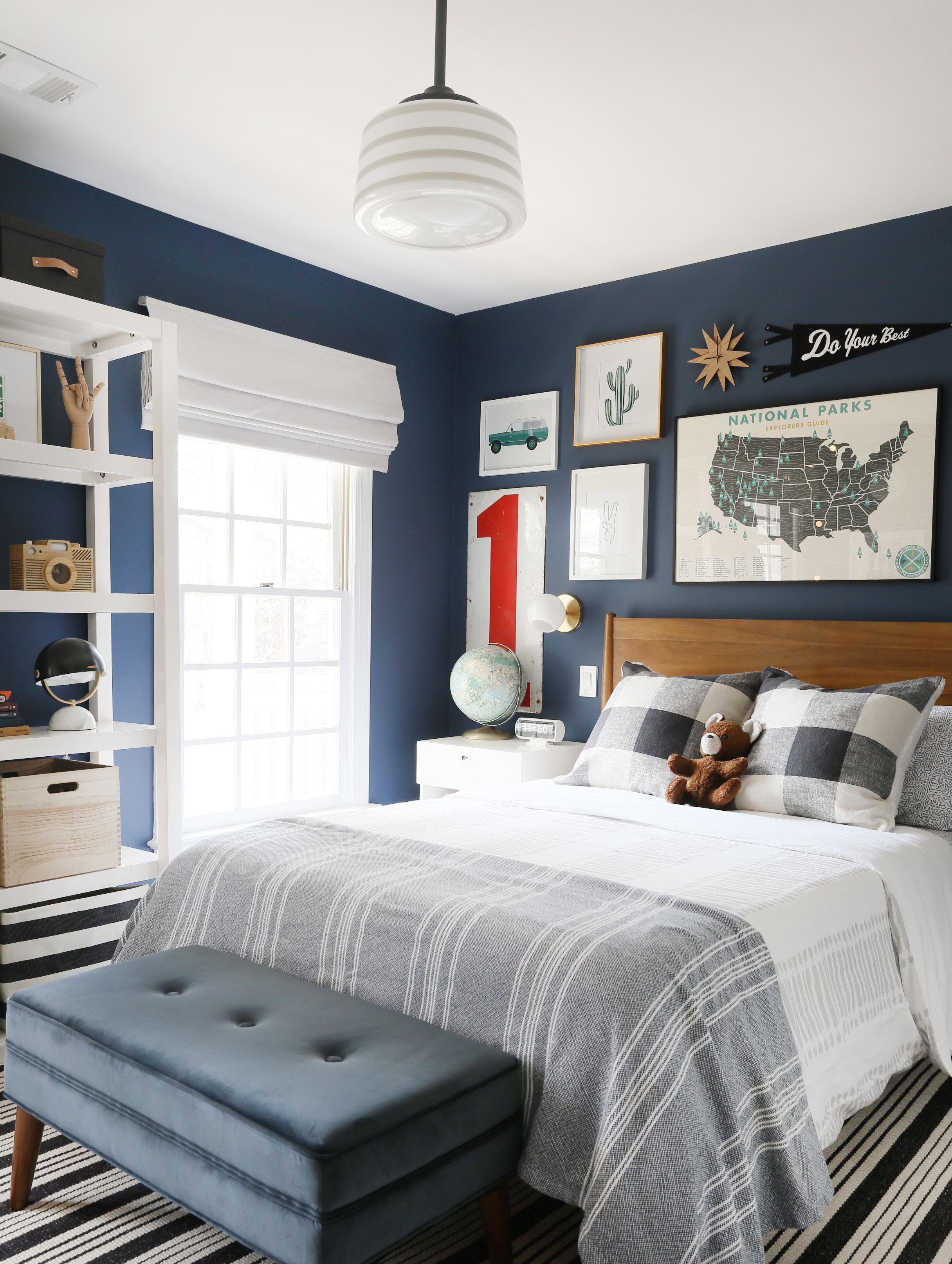 schoolhouse lighting in kid's bedroom by Erin Wheeler of Sunny Circle Studio