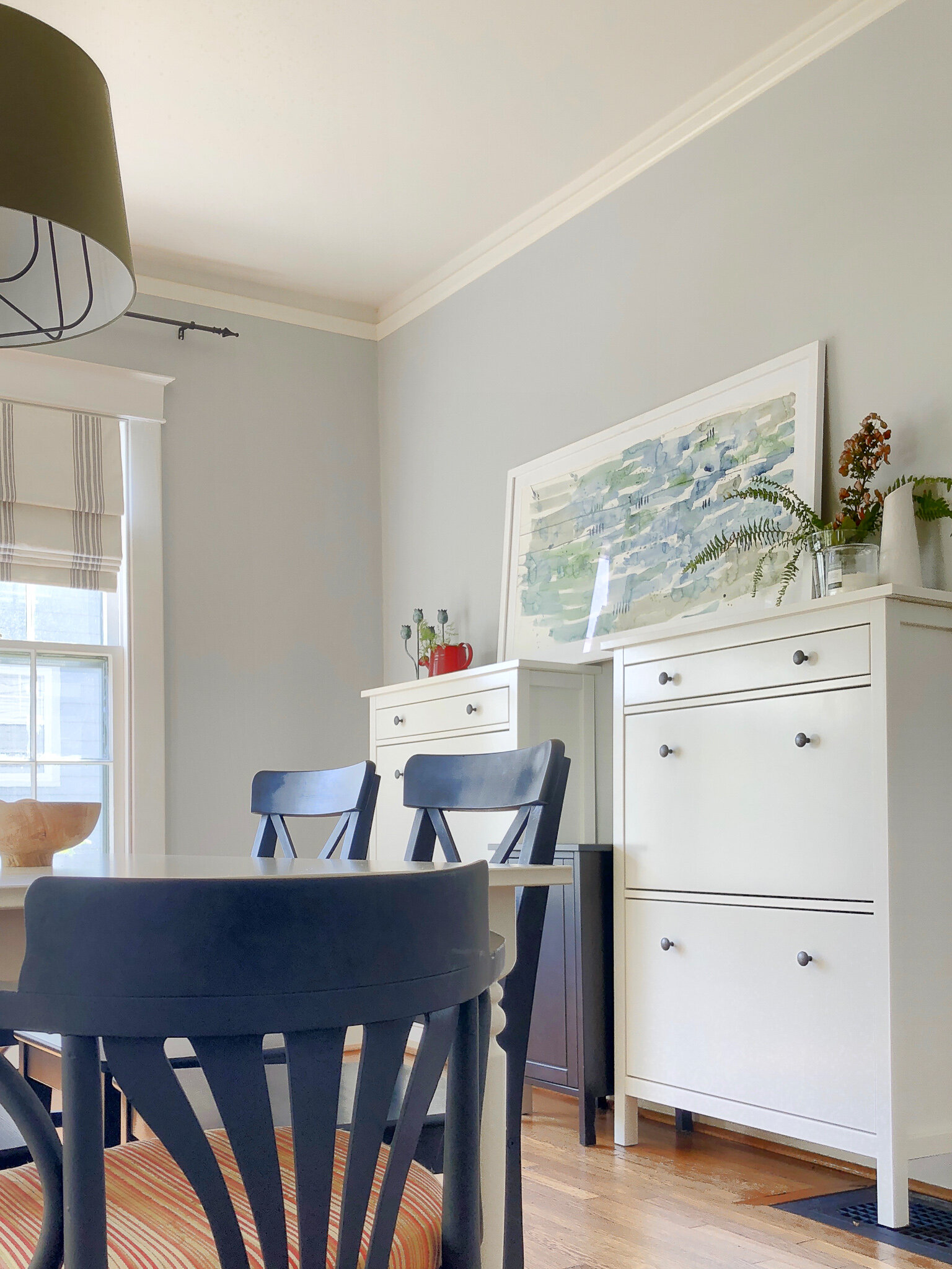 Fall Dining Room - Historic Home Tour for Fall - Plus a round-up of DIY decor ideas #seasonaldecor #autumn #falldecor #diningroom #naturaldecor #artworkforyourhome