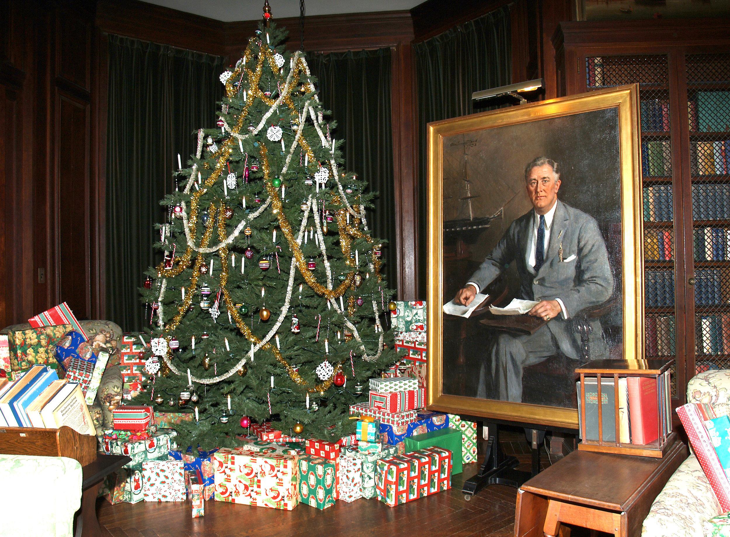 03. Home of Franklin D. roosevelt NHS Christmas Photo WD Urbin.jpg