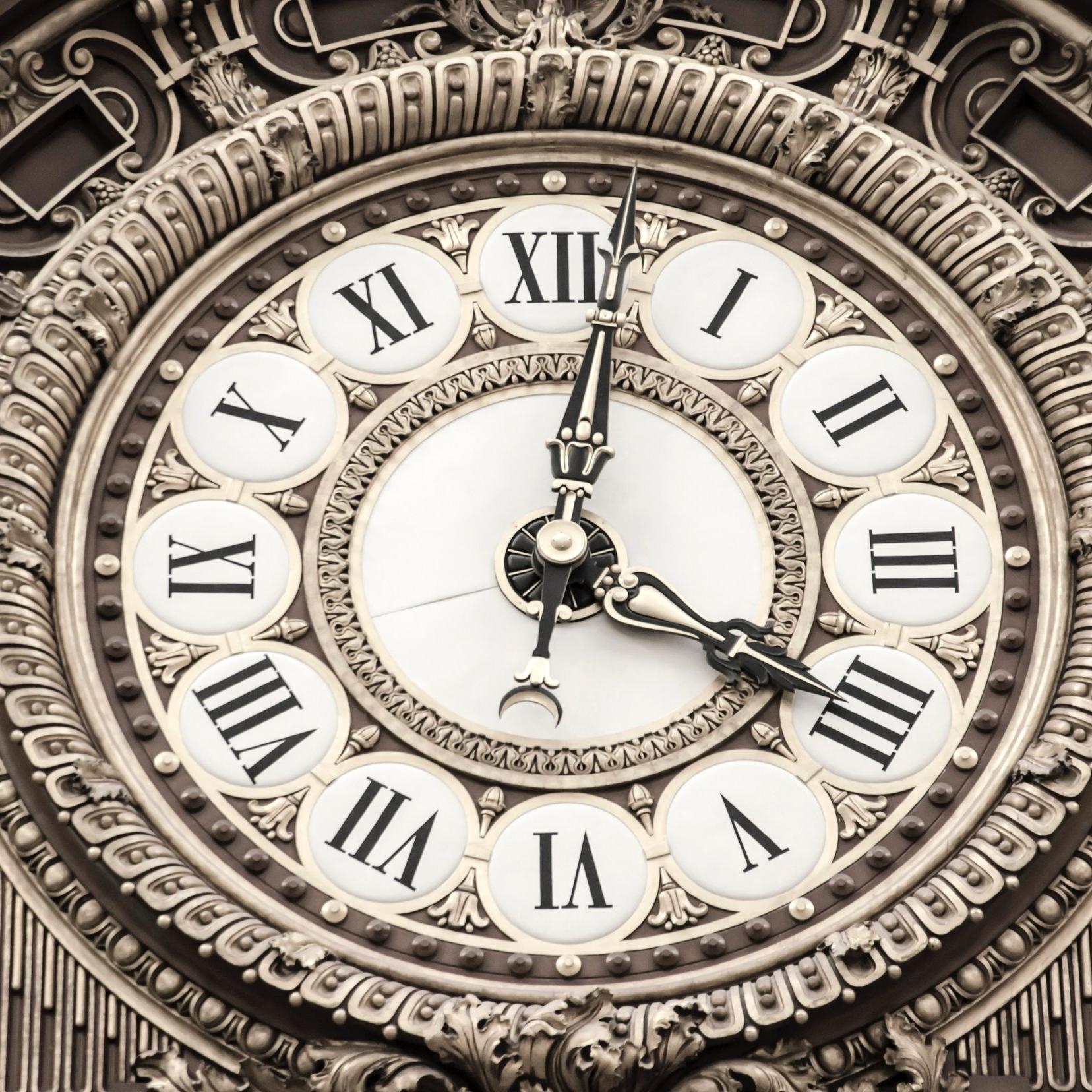 clock-close-up-dial-165770.jpg