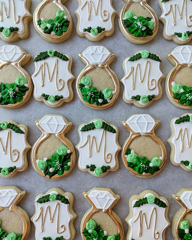 Pretty little details. These were fun to make and they're for sale @bakedon8th ! Surely one of you knows someone getting married with an M initial, right?! . . . . . . . #bakefeed #thebakefeed #baker #sugarcookies #royalicing #royalicingart #sugarcookiedecorating #decoratedcookies #edibleart #cookiesofinstagram #royalicingcookies #cookiedecorator #bakedon8th #engagementcookies #engagementringcookies #initialcookies #ringcookies