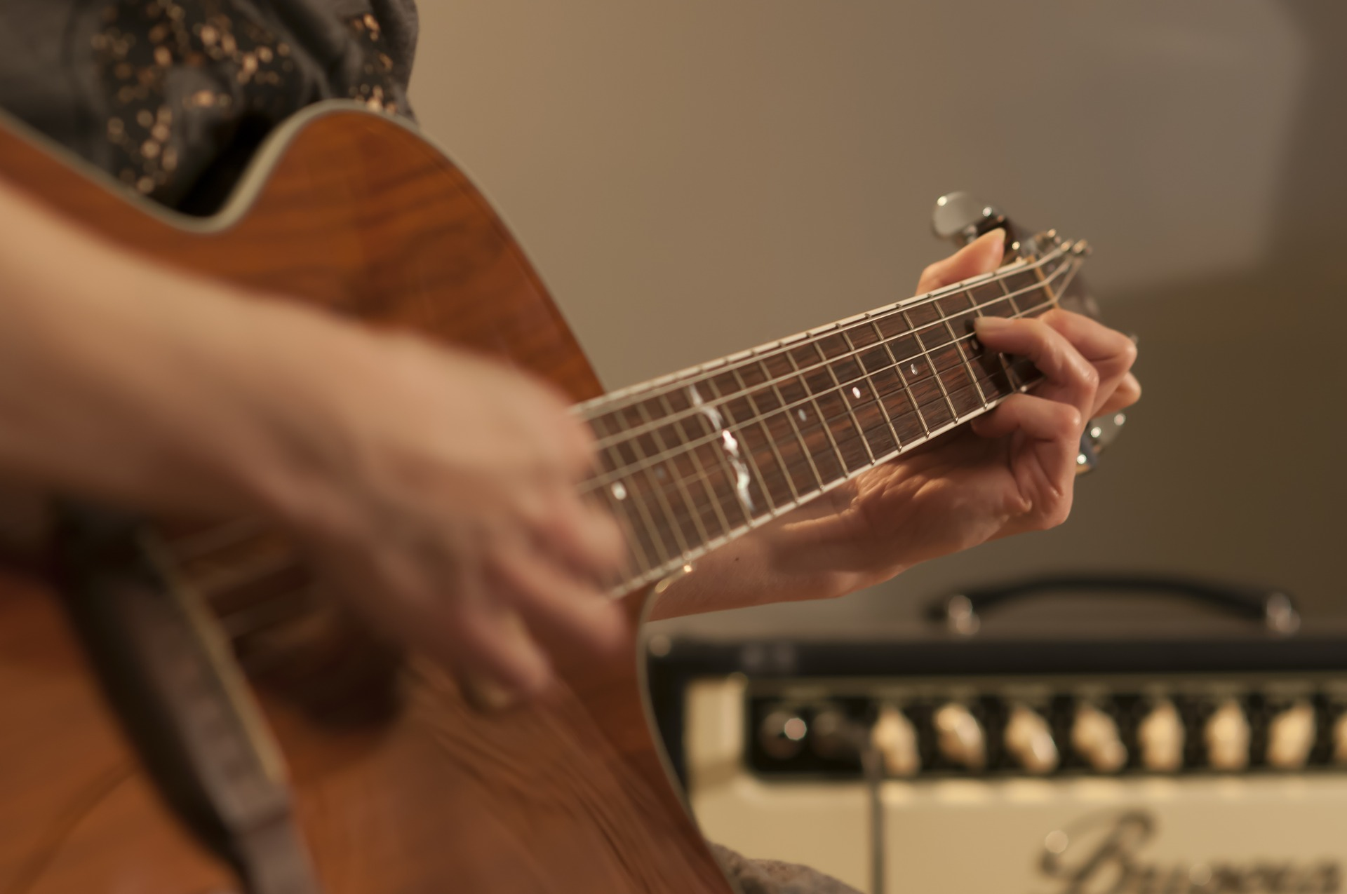 guitar-2183422_1920.jpg