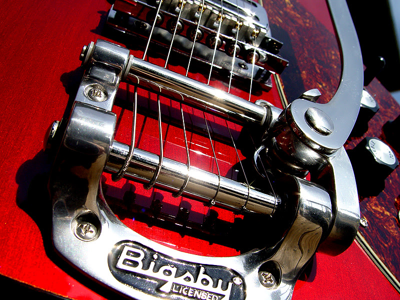 DETAIL OF BIGSBY B5 VIBRATO