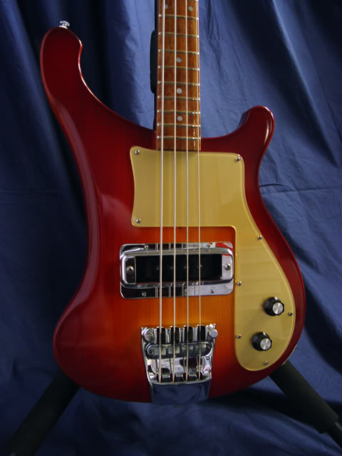CLOSEUP OF FRONT SHOWING GOLD PICKGUARD