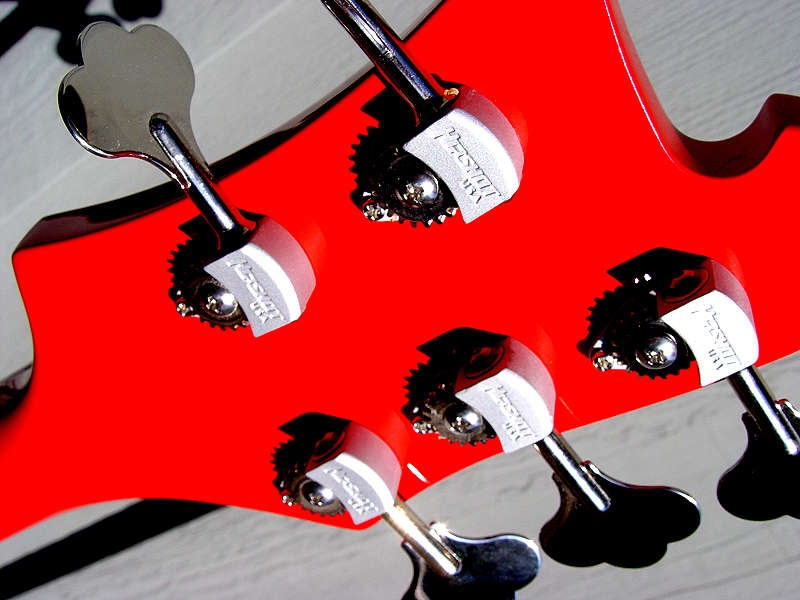 LIGHTWEIGHT AND PRECISE HIPSHOT TUNERS WERE USED