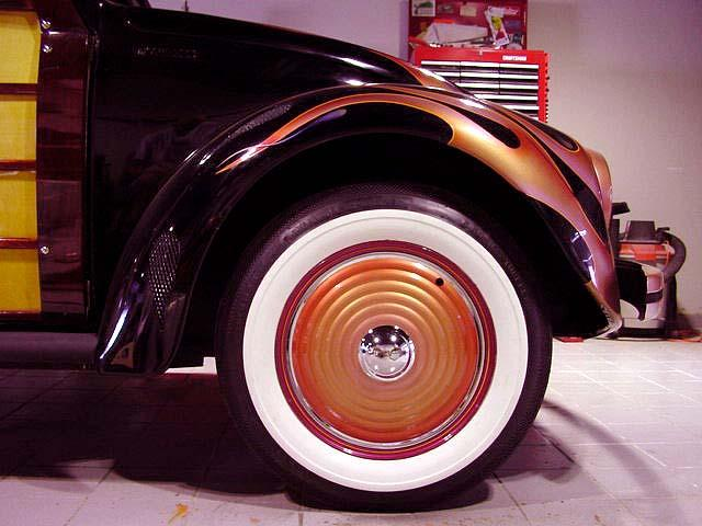 SHADED AND HAND STRIPED PEARL HUBCAPS