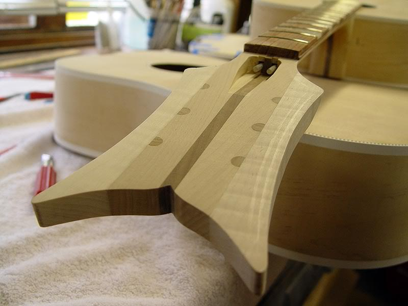 5-LAMINATION HEADSTOCK HAD DOWELLED TUNER HOLES