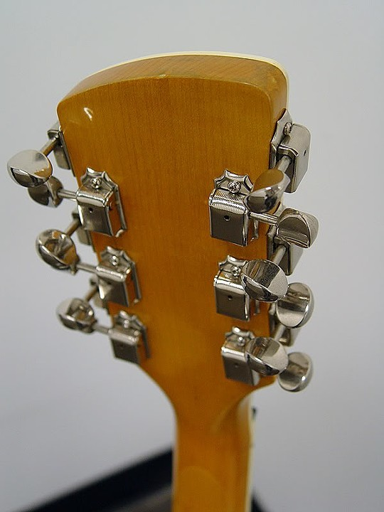 BOLT NECK HAS HIGH-GLOSS AMBERED NATURAL FINISH