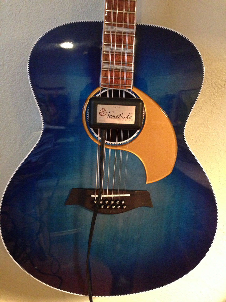 """EACH ACOUSTIC BUILD SPENDS A MINIMUM OF 96 HOURS WITH A TONE-RITE DEVICE FITTED TO THE STRINGS. THIS """"OPENS"""" THE WOOD SONICALLY, SIMILAR TO MONTHS OF """"PLAYING"""" IN."""