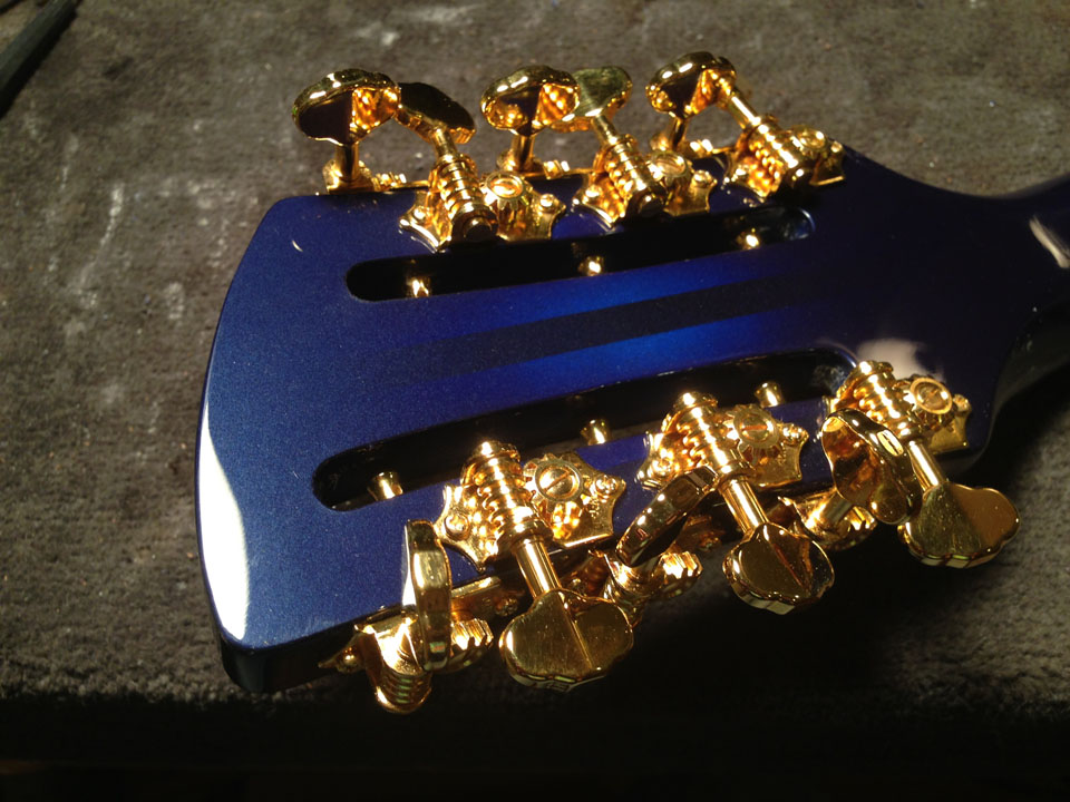 BACK OF HEADSTOCK SHOWS PRECISE LOCATION OF 12-STRING TUNERS SO ADJACENT KEYS DON'T INTERFERE WITH EACH OTHER WHEN TURNED.