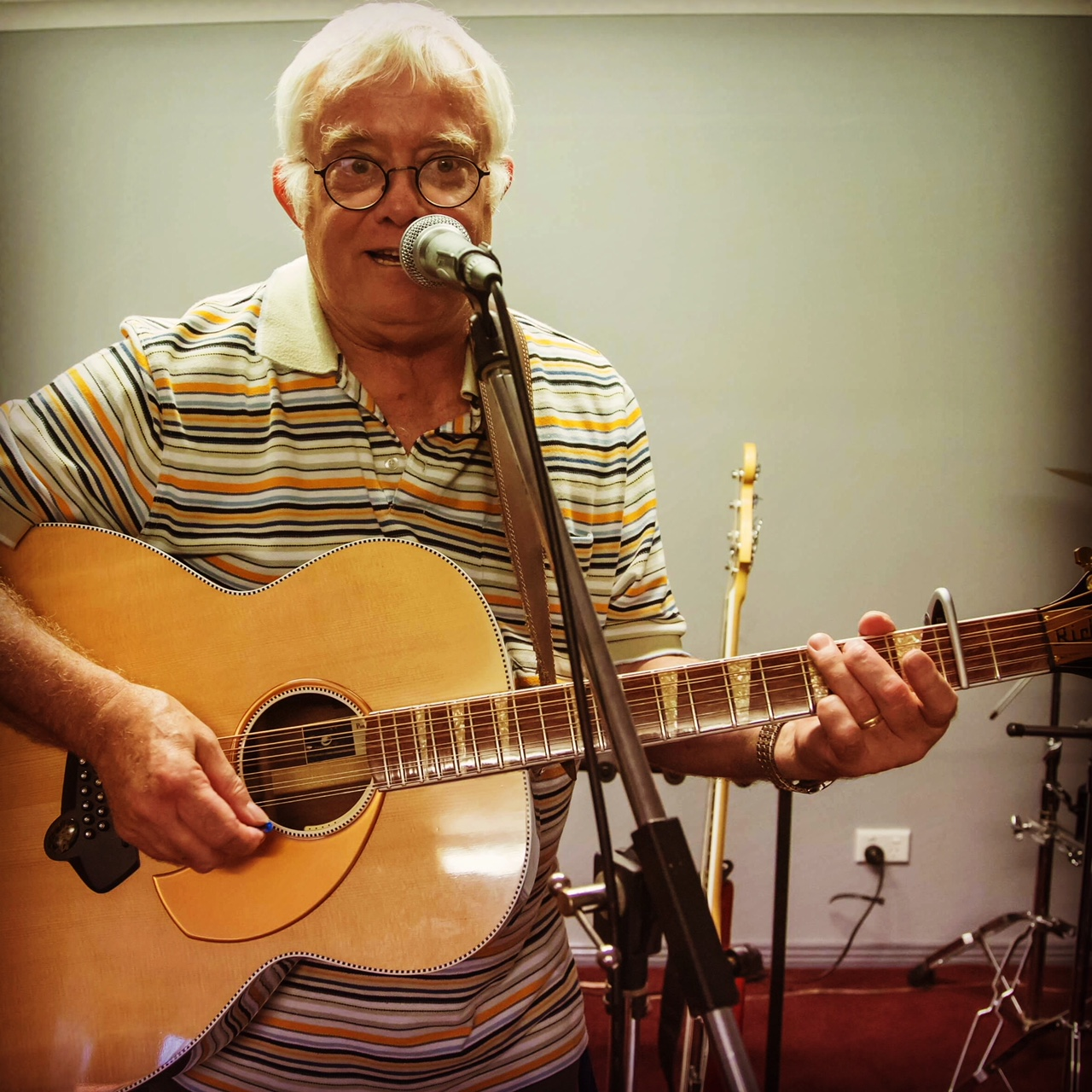 Warren Barnett playing the 700S/12 at his home in Sydney, NSW, Australia.