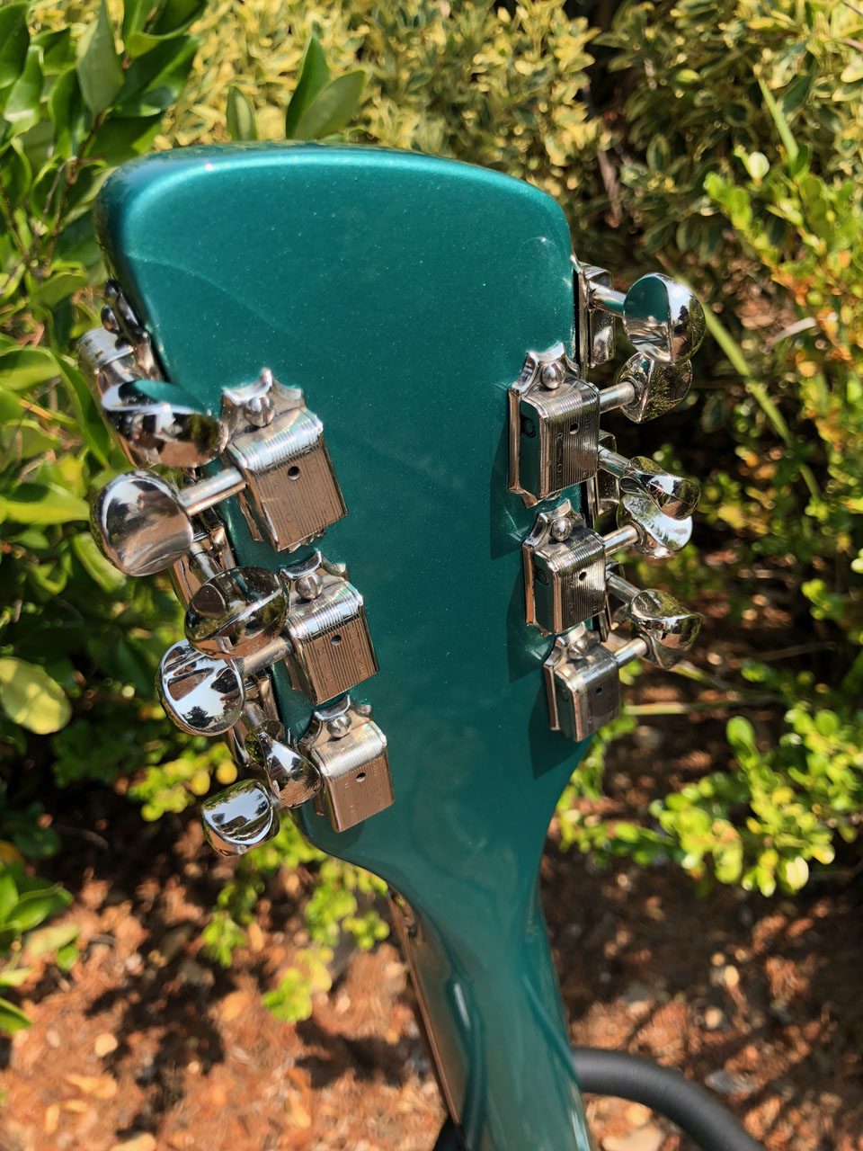 "BACK OF HEADSTOCK WITH ITS RESTORED ""RIC DELUXE"" TUNERS"