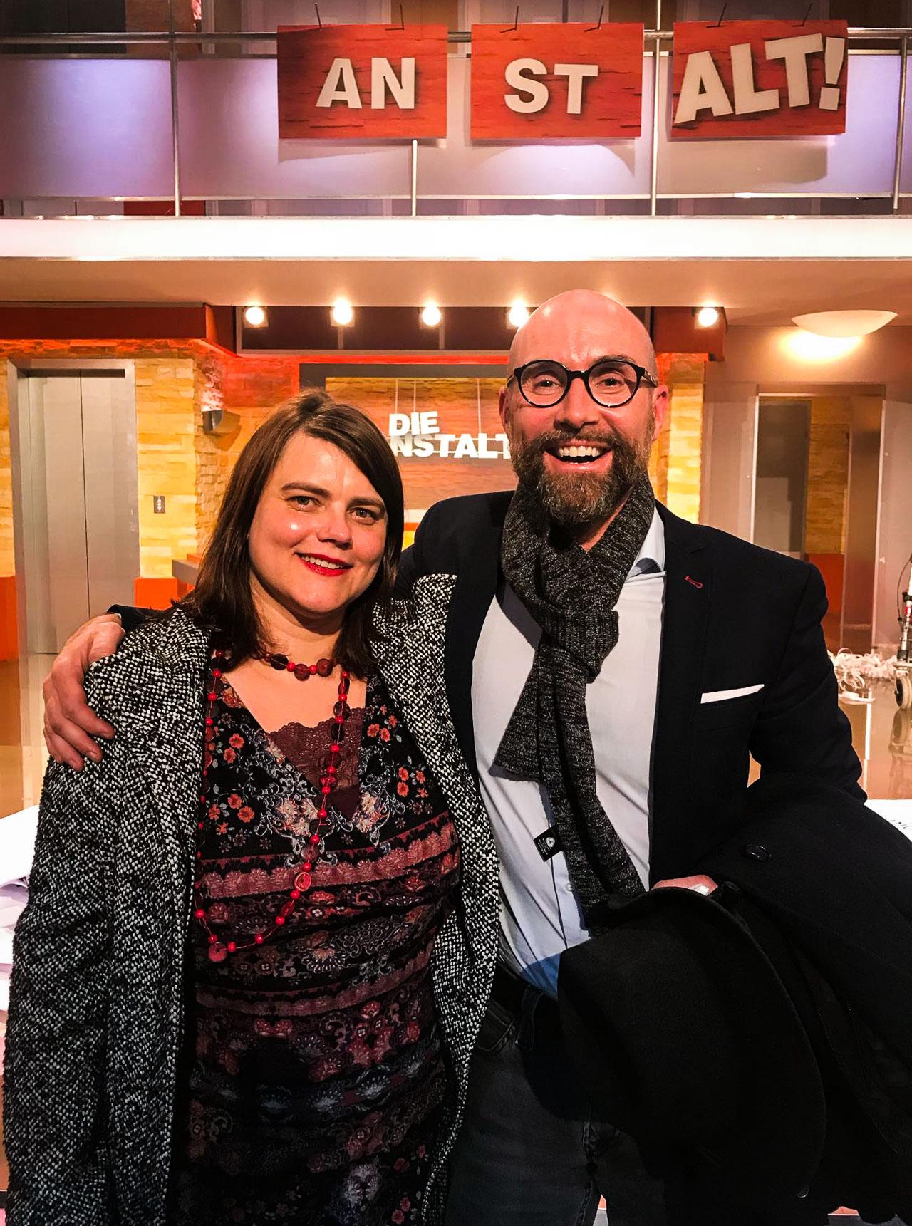 """Yvonne Falckner und Marcus Jogerst-Ratzka im Studio der """"Anstalt"""". Foto: Studiomitarbeiter."""