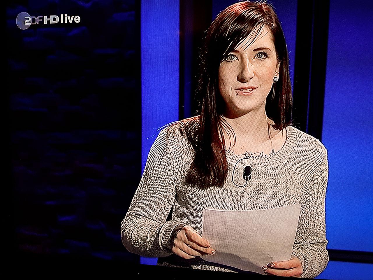 """Sabrina Maar während ihres Auftritts in """"Die Anstalt"""". Foto: Screenshot """"Die Anstalt""""."""