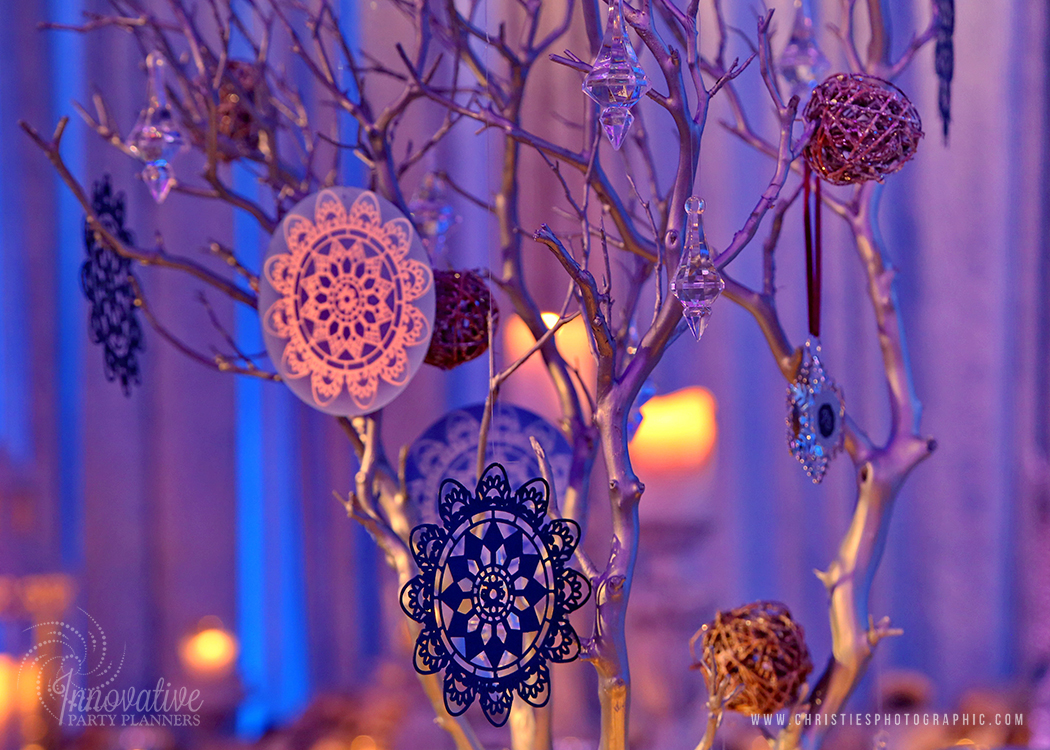 Table Setting_Manzanita_Tree_Snowflake_Winter on the Water_by Innovative Party Planners_1.jpg
