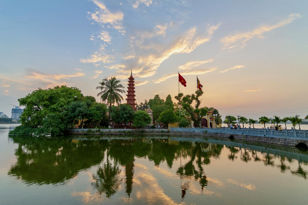 Tran Quoc Pagoda Ho Tay.jpg