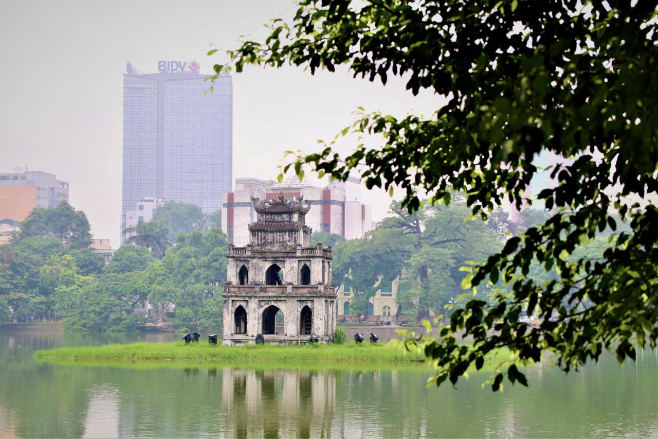 Turtle Tower in Hoan Kiem Lake.jpg