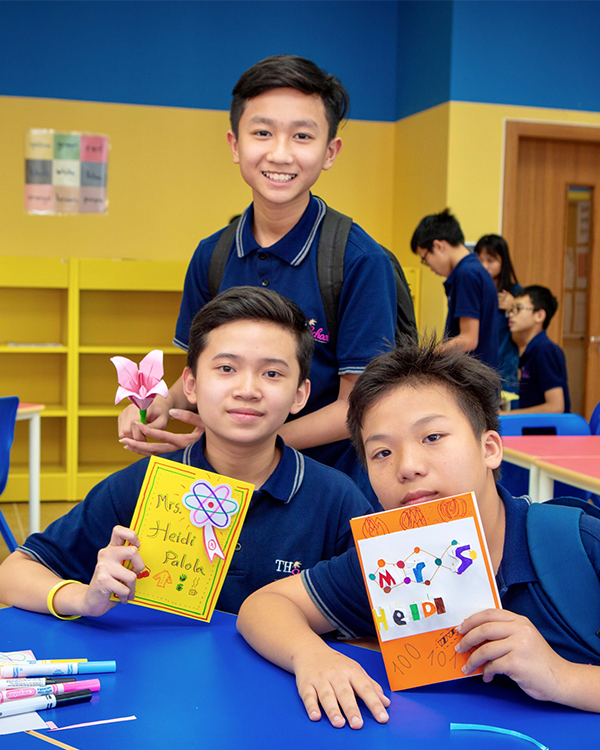 Hoa Lac students.jpg