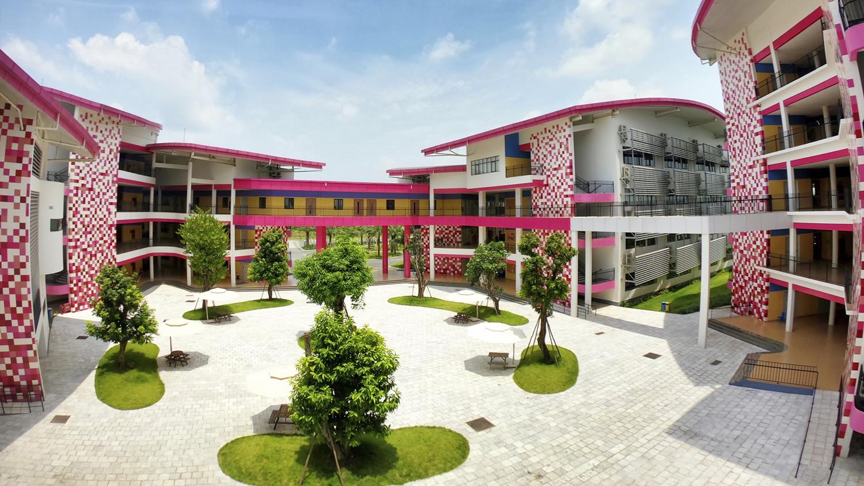 Hoa Lac campus courtyard.jpg