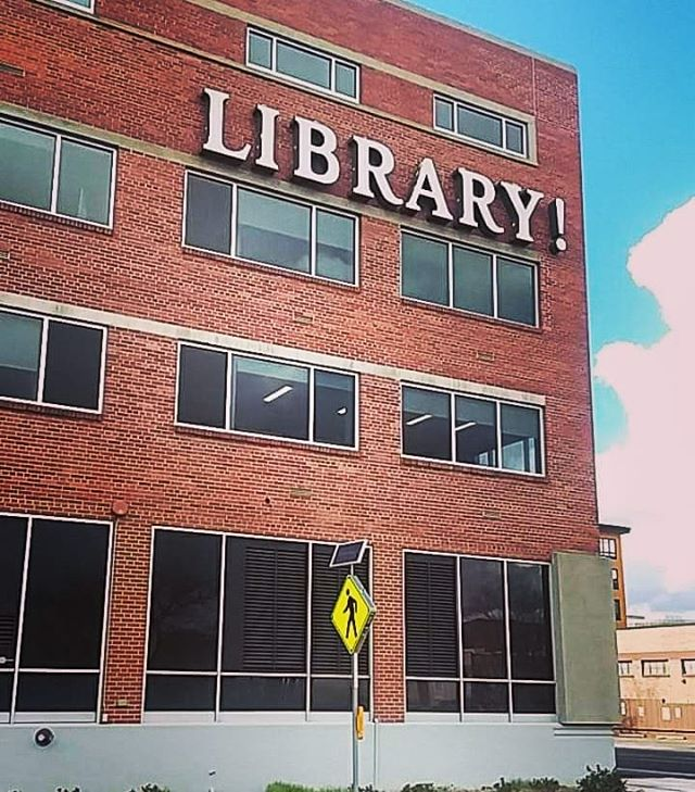 #sigh If only all libraries were this #enthusiastic... 🤨🤪🤡📚 #library #travelinglibrarian #travelingyogi #boise #boisepubliclibrary #exclamationpoint
