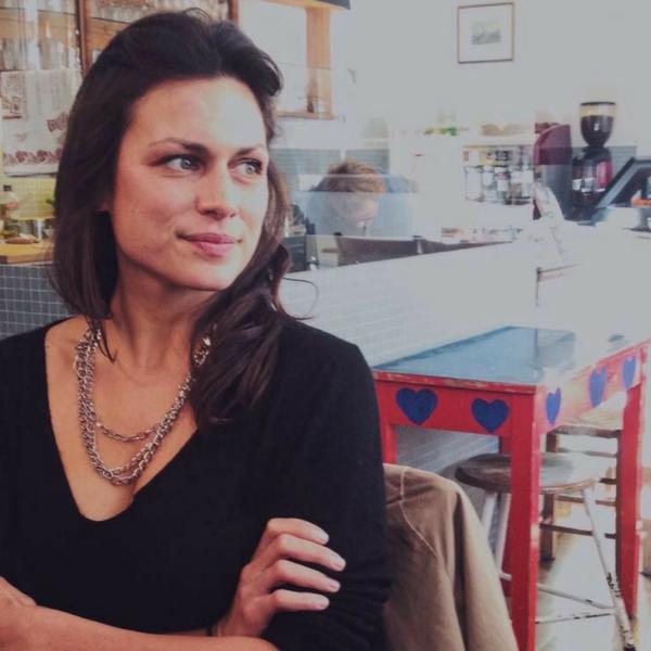 """Shila Meyer-Behjat - Hamburg""""Mindful Blogging bedeutet für mich, andere, also vor allem Leser und ihre Umwelt ins Zentrum zu stellen und nicht das Sendungsbedürfnis und den Selbstdarstellungswunsch des Bloggers.""""ARTE Magazin"""