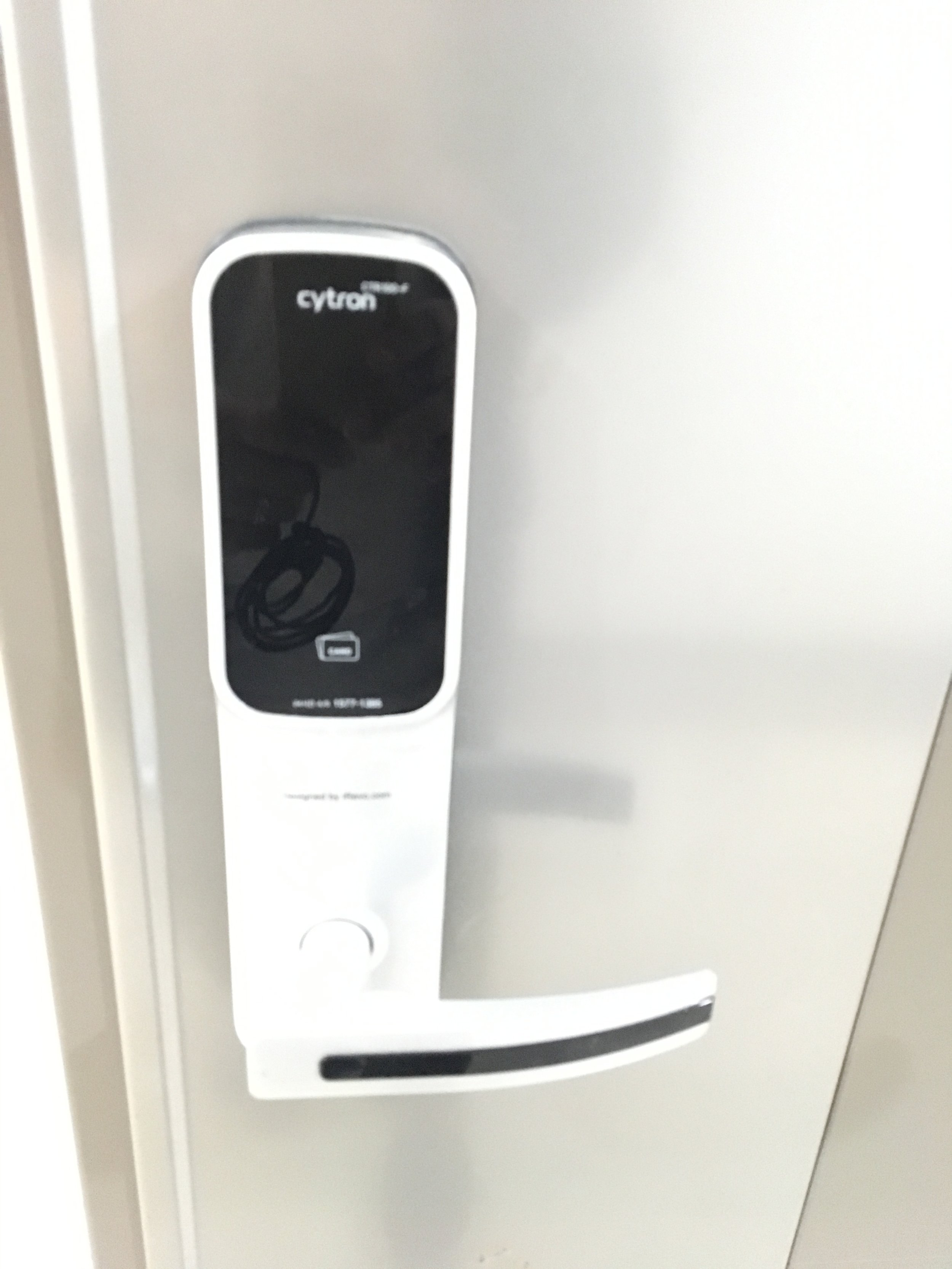 9. heat touch sensor door - Please put your palm softly on the black pad. Then numbers will appear like next picture.
