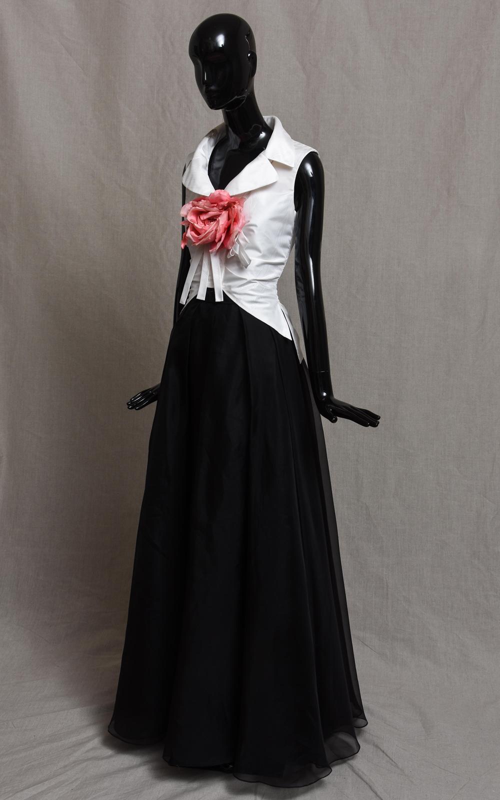 RIFF sleeveless blouse & DUSK skirt