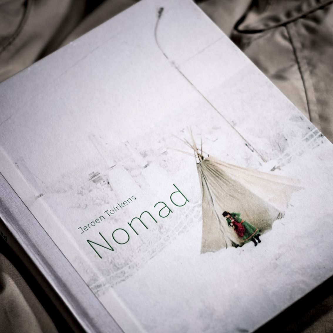 Nomad, Jeroen Toirkens.   Nomads need horses, and so there are some in this wonderful book. The most beautiful is that on page 54, in Dukha Mongolia made in 2007: a horse that seems to be a nomad. A book for everyone who feels a little bit nomad, so now and then.
