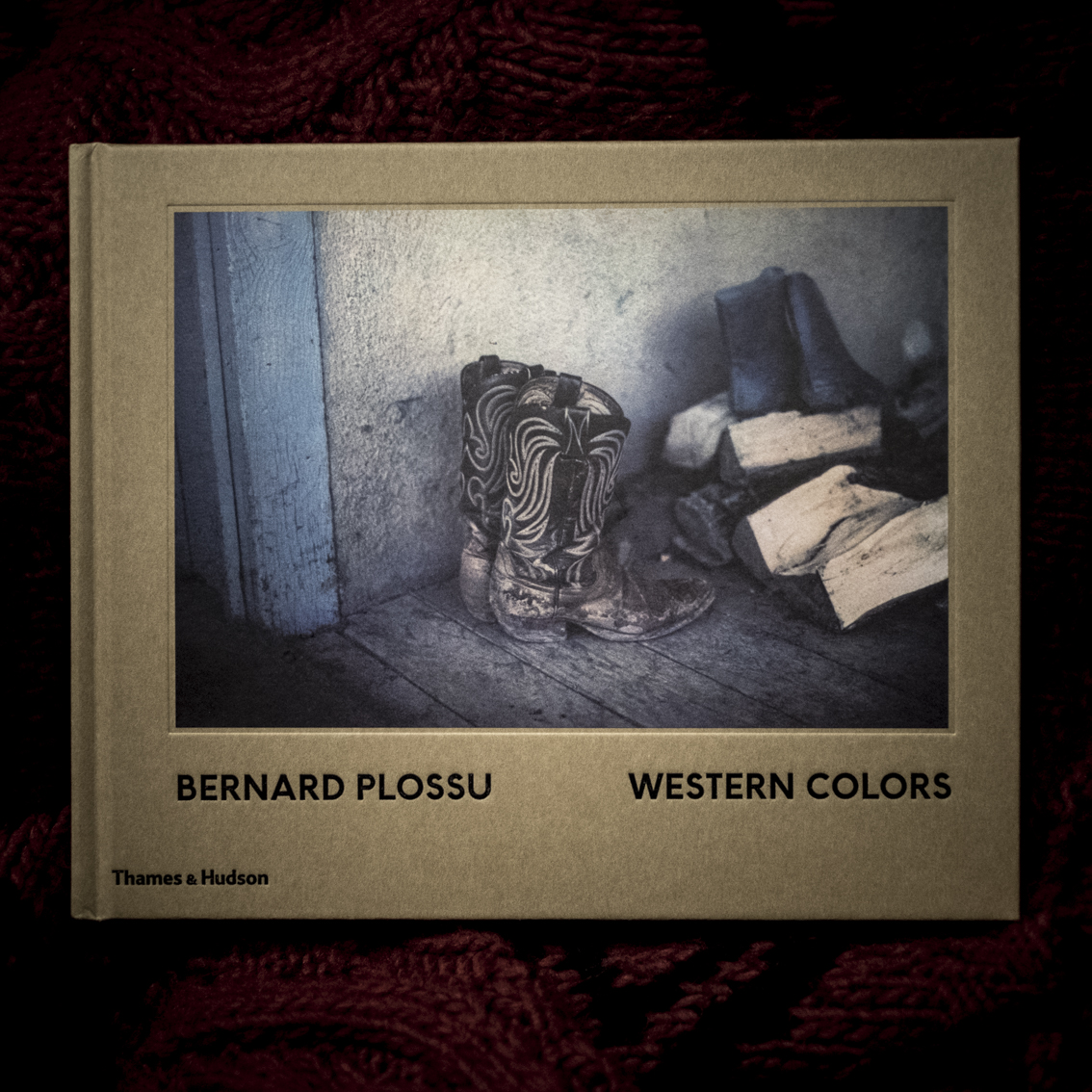 Bernard Plossu, Western Colors.   On page 62, a horse is waiting for his rider, Navajo land, northern New Mexico, 1979: timeless photography, the horse has been standing there always and will do so until the end of the/his days. This book is too beautiful to be true. Bernard Plossu is the most American of French photographers. With a sharp eye, Plossu makes slightly unsharp photographs. Less is more.