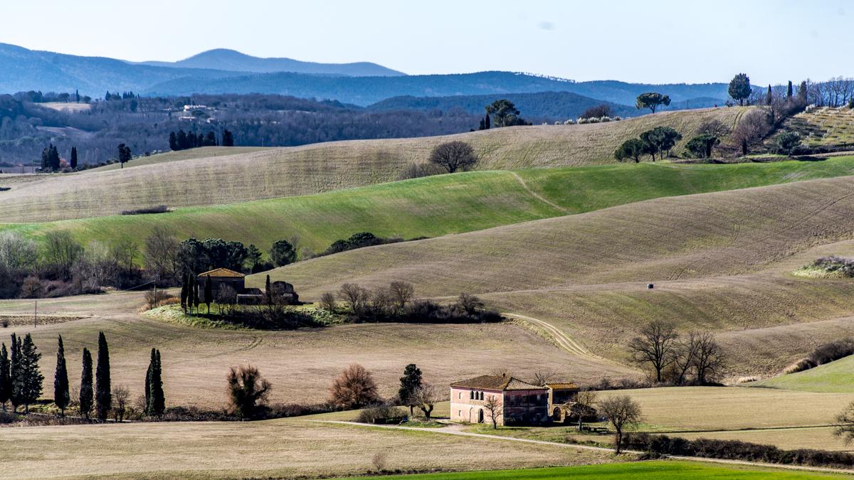 De verlaten boerderijen maken deel uit van de rijke geschiedenis van deze streek. Vraag meer info aan de gids!