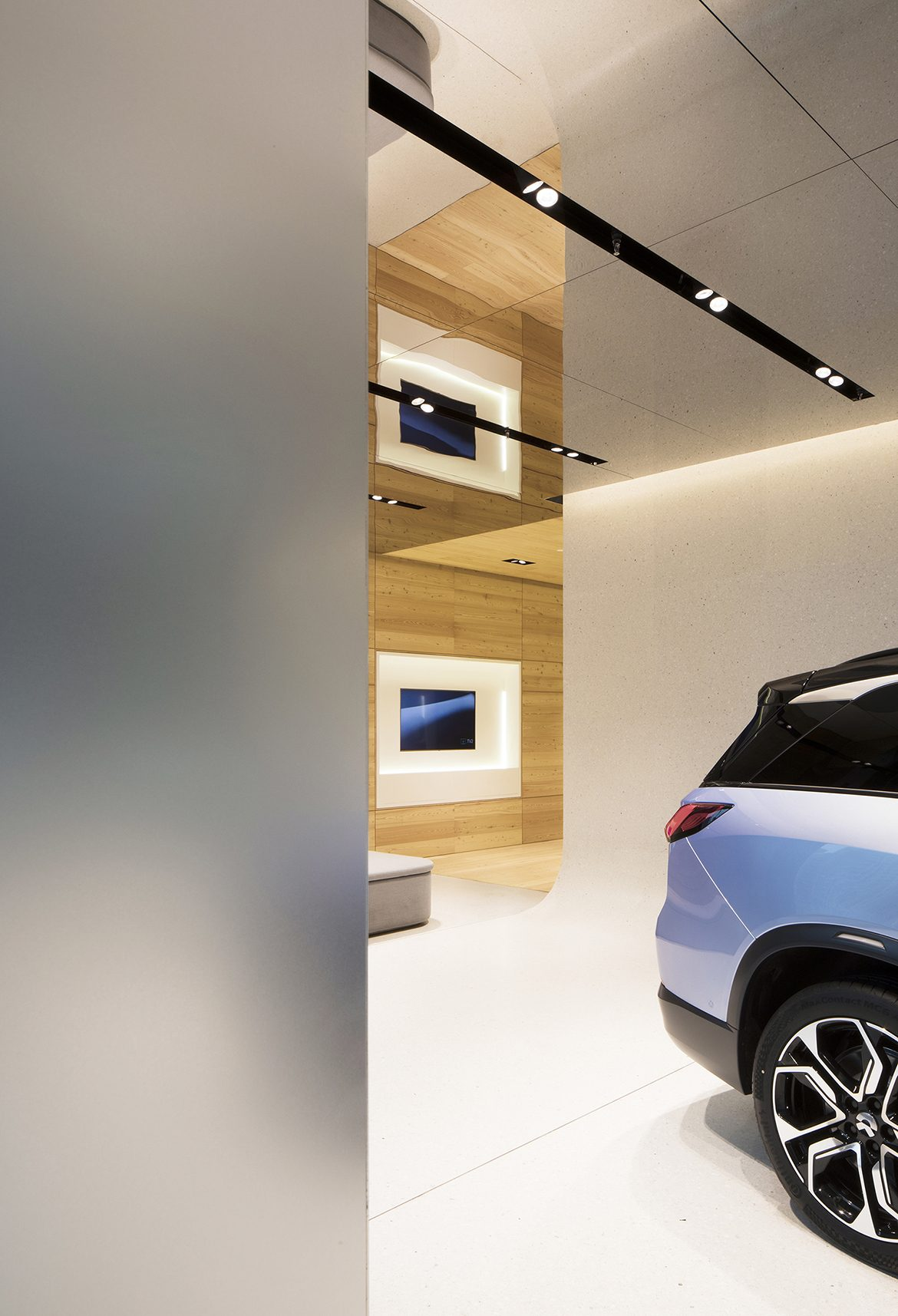 raams-architecture-design-studio-german-roig-garcia-architect-electric-car-shanghai-nio-house-SHL_NIO-Showroom_@RawVision_10-1170x1715.jpg