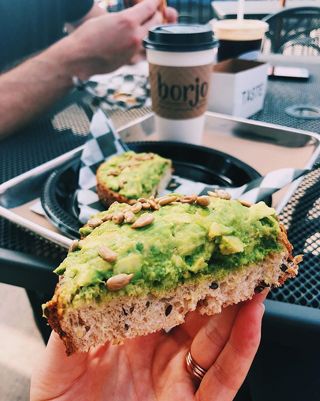 that thick AVO TOAST giving me life this morning... & a much needed cup of coffee to go along with it 🥑☕️ first breakfast outing with the crew & it was so refreshing to be out of the house for a bit. I love being snuggled up inside but some fresh air & good food is exactly what my soul needed today💯 #rvafitfoodie #thedailybailey