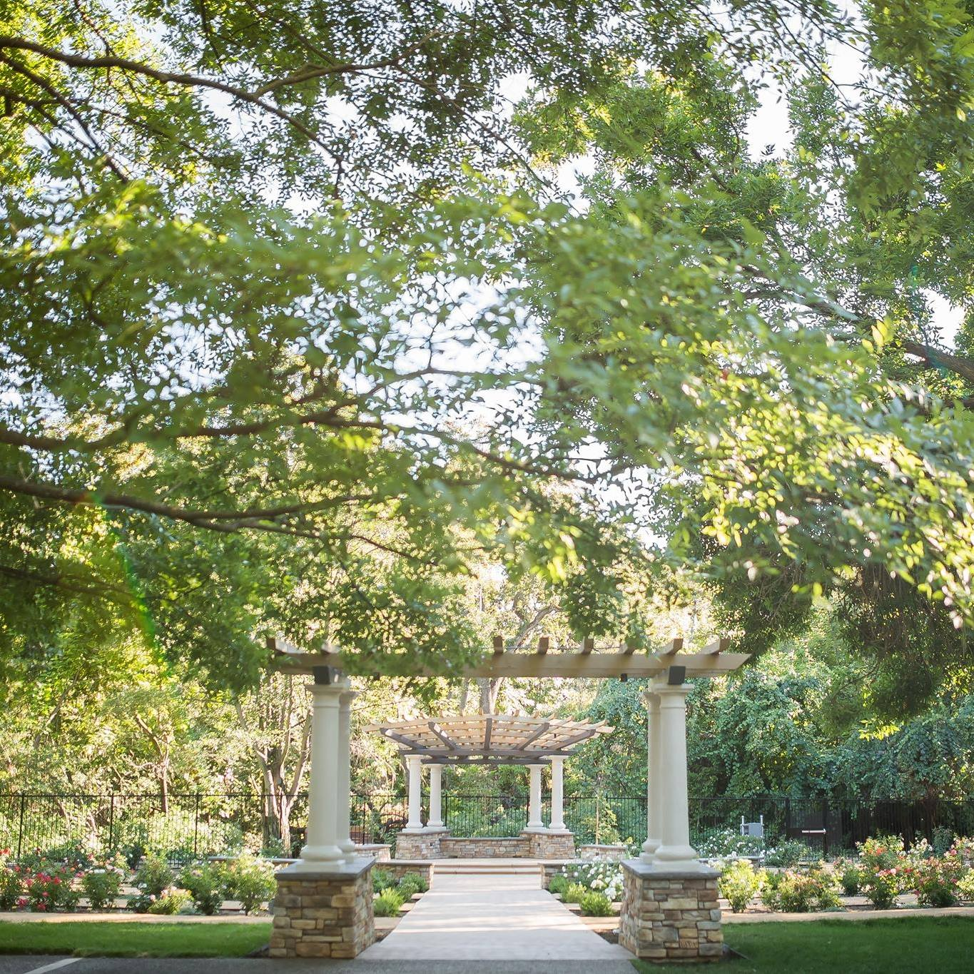 Creekside Rose Gardens - Located in the heart of Chico, the Creekside Rose Garden has over 200 roses, offering a beautiful setting for any event. We look forward to welcoming you!
