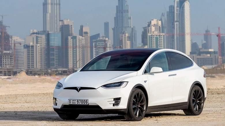 Tesla-Model-X-White-Exterior-Front-Side-Quarter.jpg